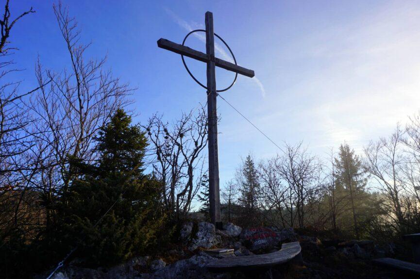 Крест на смотровой площадке Водника