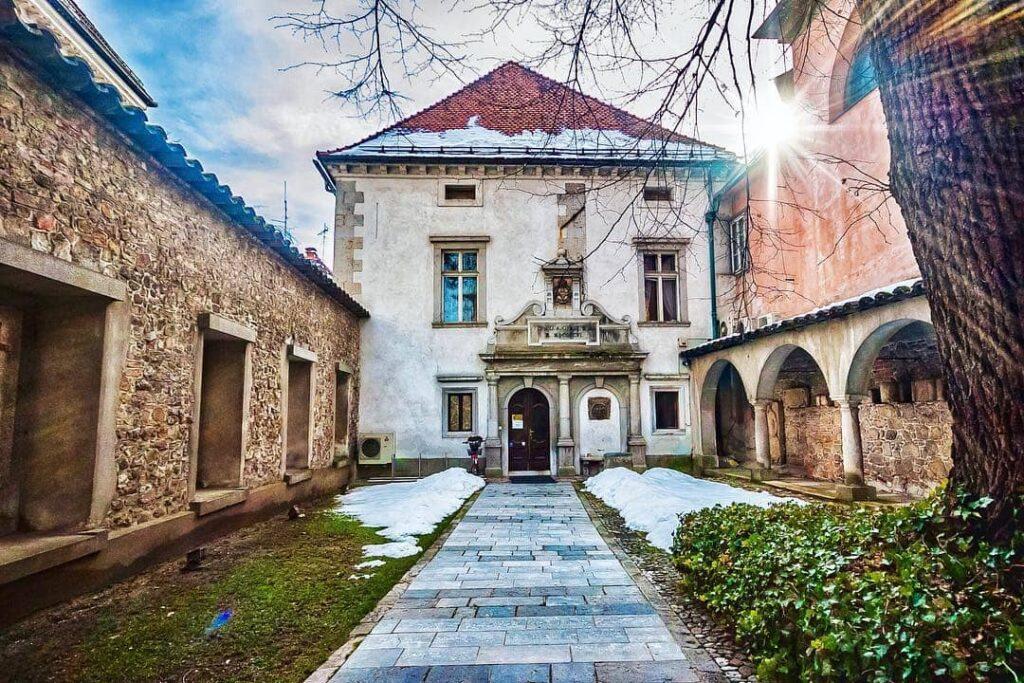 Лапидарий и внутренний двор Крижанке
