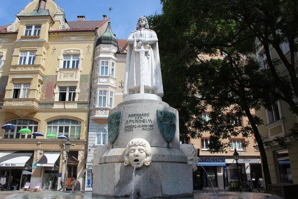 Монумент Бернарду Щпанхейму