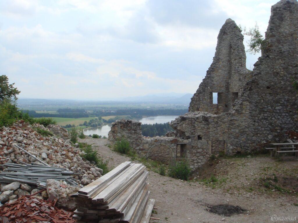 Руины замка Жовнек